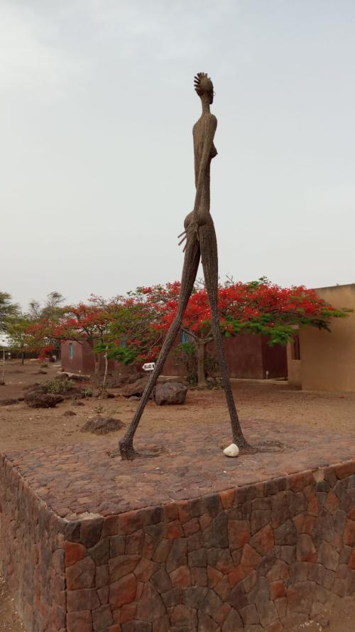 Sculpture Ndary + fleurs